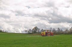 De pesticiden van Sprying stock fotografie