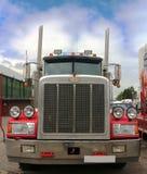 De Peterbuilt camión semi con las estrellas y la pintura de las rayas Imágenes de archivo libres de regalías