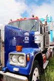De Peterbuilt camión semi con las estrellas y la pintura de las rayas Fotografía de archivo libre de regalías