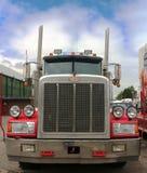 De Peterbuilt camión semi con las estrellas y la pintura de las rayas Imagen de archivo libre de regalías