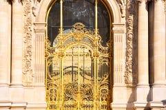 De Petit Palaisvoorgevel in Parijs, Frankrijk. Stock Foto's