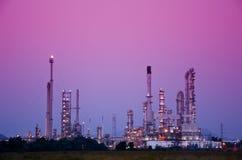 De petrochemische installatie van de olieraffinaderij stock foto