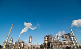 De petrochemische Installatie van de Raffinaderij Stock Afbeeldingen