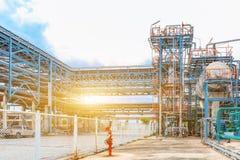 De petrochemische olieraffinaderij, van de Raffinaderijolie en van het gas industrie, het materiaal van olieraffinage, Close-up v Royalty-vrije Stock Afbeeldingen