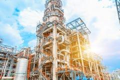 De petrochemische olieraffinaderij, van de Raffinaderijolie en van het gas industrie, het materiaal van olieraffinage, Close-up v Royalty-vrije Stock Foto's