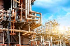 De petrochemische olieraffinaderij, van de Raffinaderijolie en van het gas industrie, het materiaal van olieraffinage, Close-up v Stock Foto