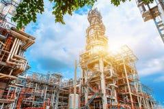 De petrochemische olieraffinaderij, van de Raffinaderijolie en van het gas industrie, het materiaal van olieraffinage, Close-up v Royalty-vrije Stock Afbeelding