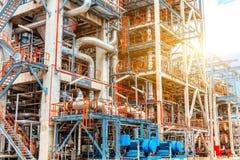 De petrochemische olieraffinaderij, van de Raffinaderijolie en van het gas industrie, het materiaal van olieraffinage, Close-up v Royalty-vrije Stock Foto