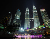 De Petronas-torens, langste gebouwen in de torens van Maleisië in Kua Royalty-vrije Stock Afbeeldingen