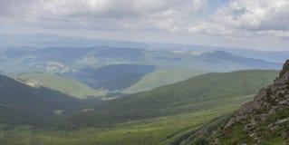 De Petros e de Hoverla para estalar Ivan no cume montenegrino imagens de stock royalty free