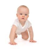 10 de peuter van de het kindbaby van de maandzuigeling het kruipende gelukkige glimlachen Royalty-vrije Stock Fotografie