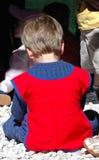 De peuterzitting van de jongen Royalty-vrije Stock Fotografie