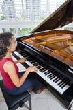 De pianist van vrouwen Royalty-vrije Stock Afbeeldingen