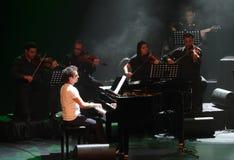 De piano Pop Zade Dirani presteert in Bahrein, 2/10/12 Royalty-vrije Stock Fotografie