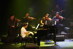 De piano Pop Zade Dirani presteert in Bahrein, 2/10/12 Stock Fotografie