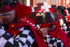 De piccolofluitspeler van Bazel Carnaval 2019 in rood kostuum stock foto's