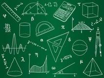 De pictogrammen van de wiskunde op schoolraad Royalty-vrije Stock Foto's