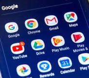 De pictogrammen van Google apps op het scherm van Samsung S8 Royalty-vrije Stock Afbeeldingen