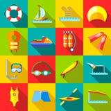 De pictogrammen van watersporten in vlakke stijl worden geplaatst die Royalty-vrije Stock Fotografie