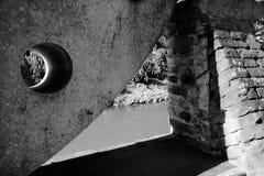 De piedra tallada en el río italiano Imagenes de archivo