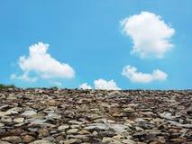 De piedra y claramente cielo Foto de archivo