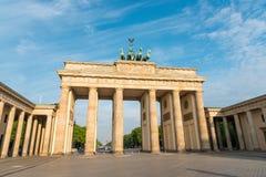 De piek Brandenburger in Berlijn stock foto's