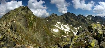 De piek en de rand van de berg Stock Afbeelding