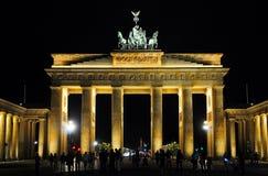 De Piek van Brandenburger bij nacht stock foto