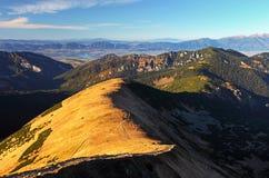 De piek van de berg - het landschap van Slowakije in Lage Tatras royalty-vrije stock afbeeldingen