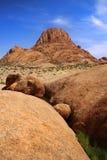 De piek van de berg in Namibië bij spitzkoppe Royalty-vrije Stock Foto's