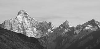 De piek van de sneeuwberg royalty-vrije stock foto's