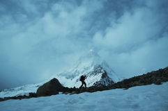 De piek van Shivling in Himalayan Stock Afbeeldingen