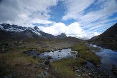 De pieken en de bergen van de sneeuw in Peru Royalty-vrije Stock Afbeelding