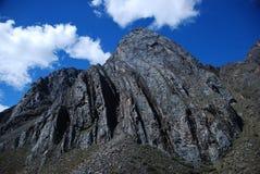 De pieken en de bergen van de sneeuw in Peru Royalty-vrije Stock Foto