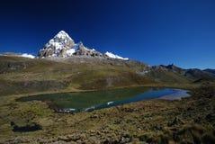 De pieken en de bergen van de sneeuw in Peru Stock Afbeelding