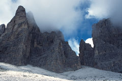 De Pieken van de berg stock fotografie