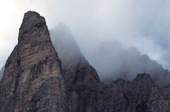 De Pieken van de berg stock foto's