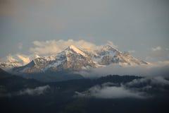 De pieken van de sneeuw van Zwitserse Alpen Stock Foto's