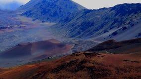 De piekvulkanen van landschapshaleakala stock videobeelden