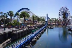 ` De Pier Features California Screamin do paraíso de Disney e de ` s de Mickey roda grande Imagens de Stock Royalty Free