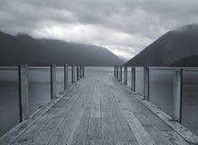 De pier van het meer Stock Foto's