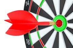 De pijl die van het doelpijltje in het dartboard raken Royalty-vrije Stock Fotografie