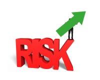 De pijl van de mensenholding omhoog op rood 3D risicowoord Stock Afbeeldingen