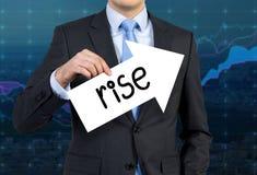 De pijl van de zakenmanholding Royalty-vrije Stock Afbeeldingen