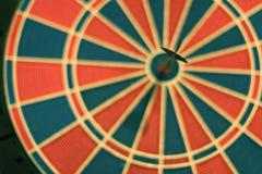 De pijlen van pijltjes in het doelcentrum Royalty-vrije Stock Fotografie