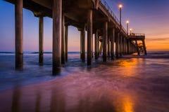 De pijler bij schemering, in Huntington Beach stock fotografie