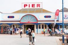 De pijler Devon England het UK van vakantiegangersteignmouth stock fotografie