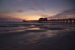 De Pijler kleurrijke zonsondergang van Napels Royalty-vrije Stock Foto's