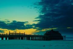 De pijler na de zon daalde stock foto