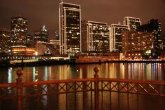 San Francisco Pier & Stad Ligh stock foto
